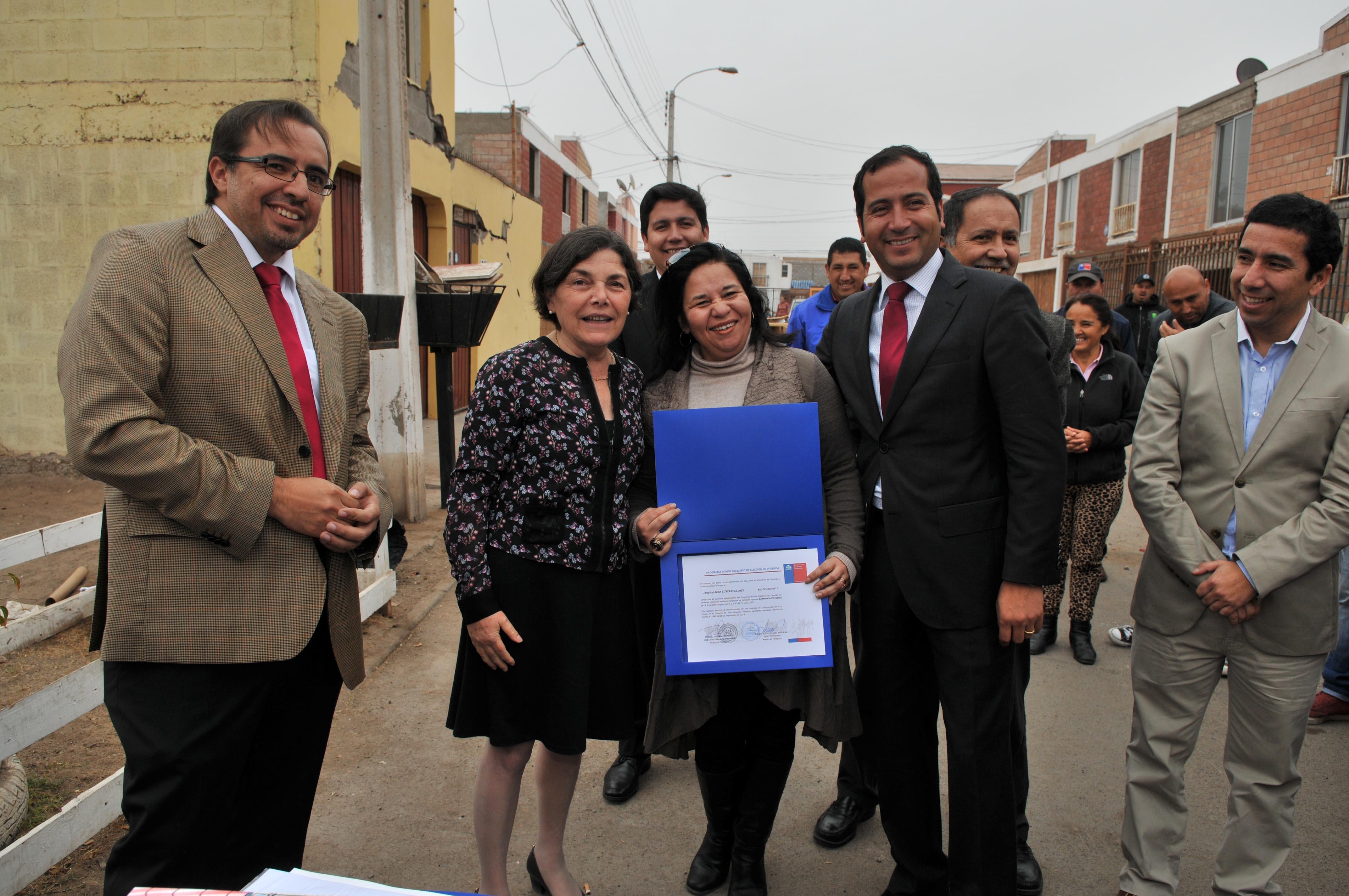 Ministra de Vivienda entregó subsidios de construcción en Alto Hospicio
