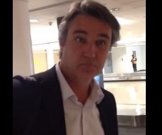 Tuitero iquiqueño increpó a Senador Rossi en aeropuerto de Santiago