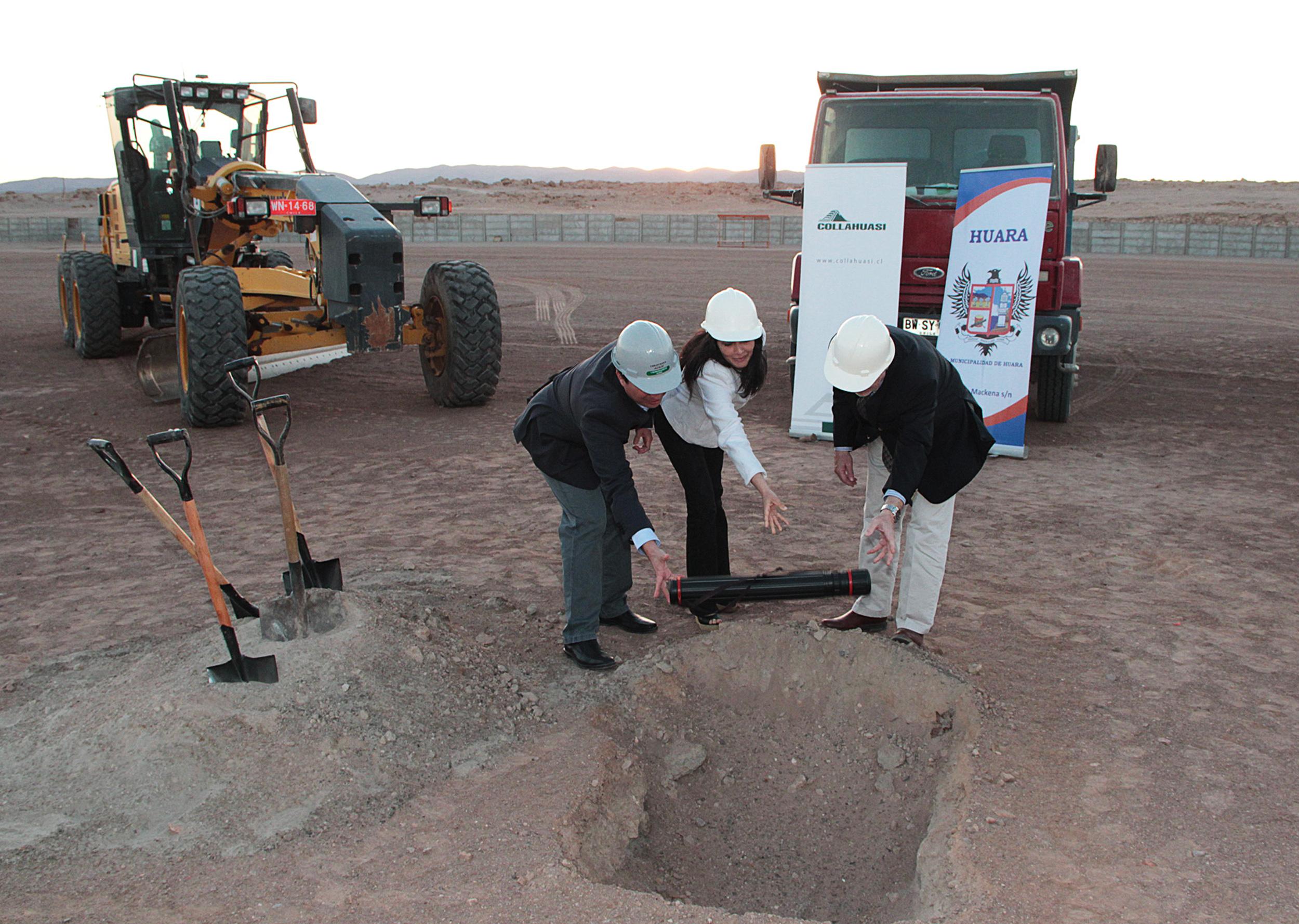 Con la colocación de la primera piedra se dio al vamos a la construcción de cancha de pasto sintético en Huara